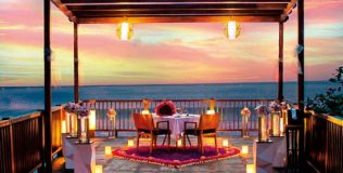 05-anantara-uluwatu-bali-resort_dining-by-design_propose-in-style-at-view-point-600x830