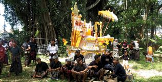 Men Dharma's funeral bier at the cremation ground