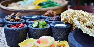 DS---Enchanting-Sundanese-Food-at-The-Long-Rice-Table