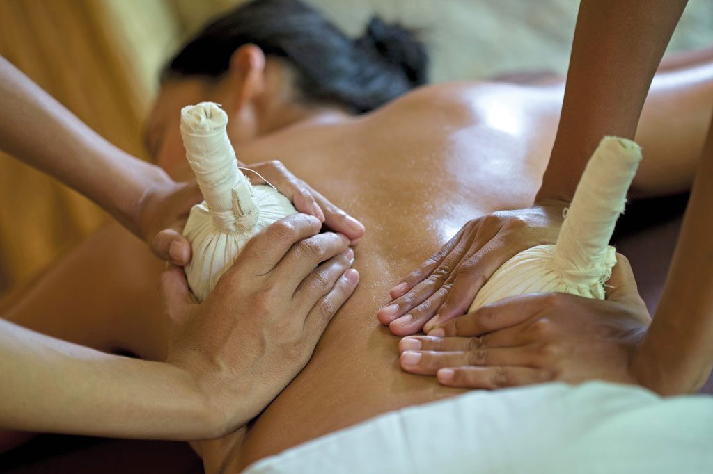 Theme---Healing-Retreats---Alaya-Jembawan---Herbal-compress-Massage