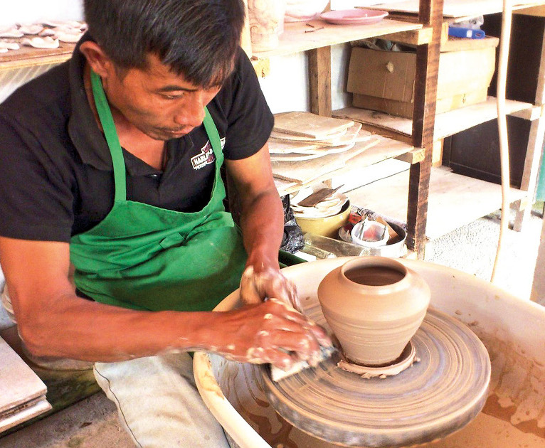 Theme - WTD- Pottery making class - Artha ceramic (thumb)
