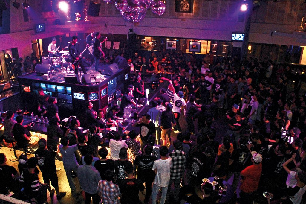 Theme - WTD - Live music venue - Top 40 - Centerstage (2)