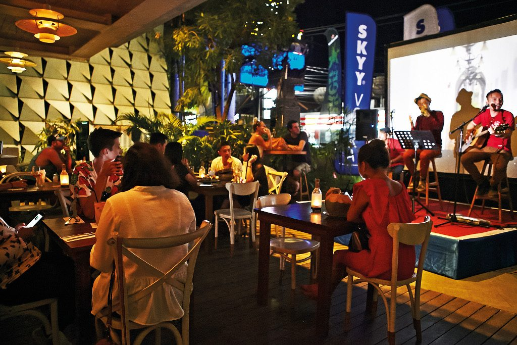 Theme - WTD - Live music venue - Top 40 - meja kitchen (1)