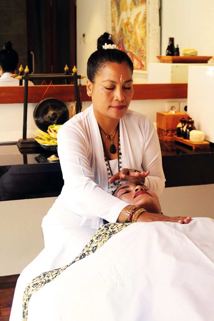 DS - Meet A Helaer High Priestess at Anantara Uluwatu