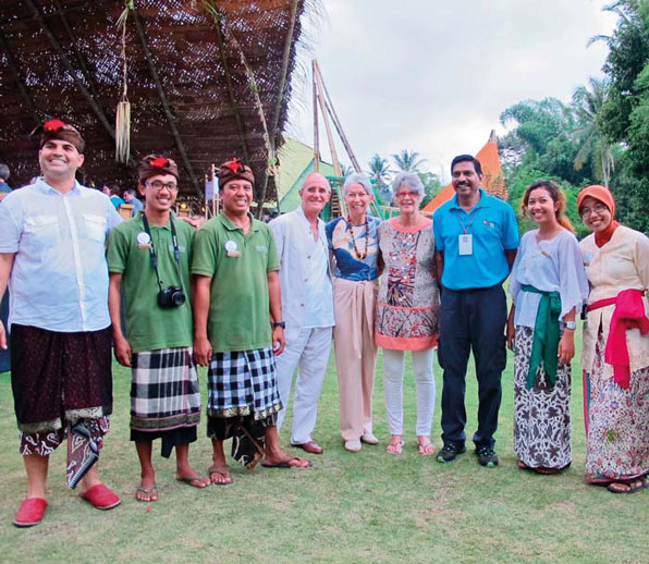 TEAM_The Founder and staff of Begawan Foundation taken picture with Raja Segran from WRS