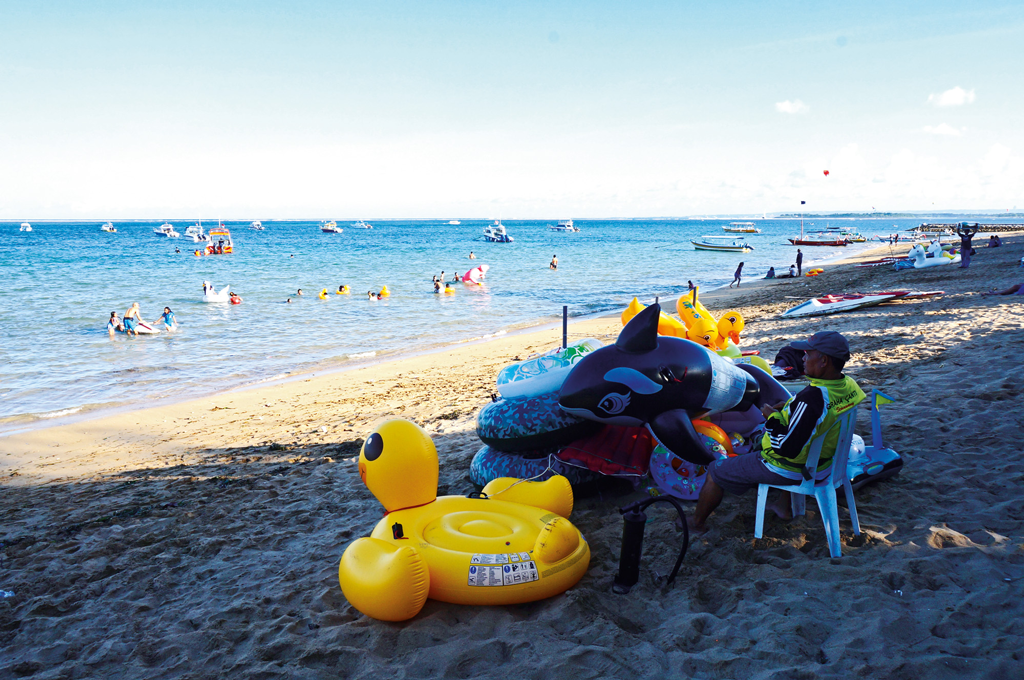 Floaties-available-for-rent-in-Sanur
