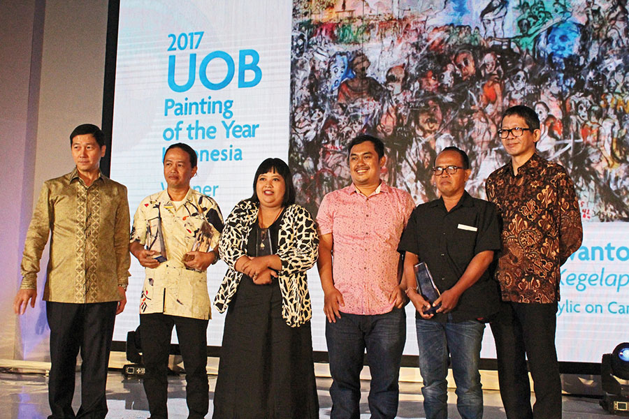 ARTCitra-Sasmitathird-from-the-left,-at-the-UOB-Painting-of-the-Year-Award-Ceremony