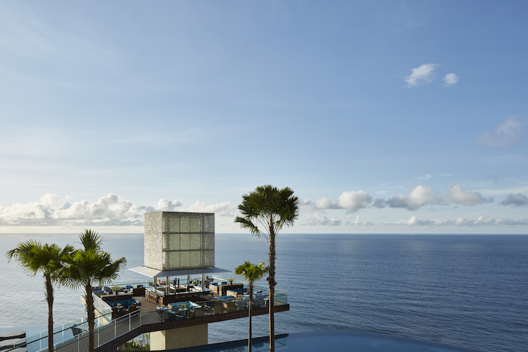 OMNIA The Cube Bar with Infinity Main Pool Credit Martin Westlake