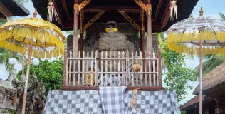 NB April 2020 - Temple Tales - Pura Gaduh (1 of 5)