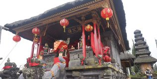 Chinese-shrine-at-Pura-Sad-Kahyangan-Ulun-Danu-Batur(thumb)