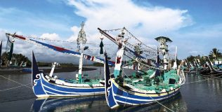 Unique Fishing Boats of Perancak (thumb)
