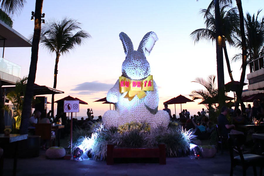 Beachside Barbecue: An Easter Sunday Celebration at KU DE TA